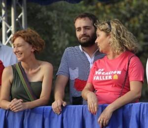 La edil de Compromís, Pilar Soriano,y los ediles socialistas, Salvador Broseta y Pilar Calabuig, en la Batalla de Flores de éste año