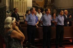 Bomberos asistentes al acto en la iglesia del Carmen