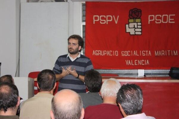 Salvador Broseta durante una charla en la Agrupación del Marítimo