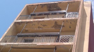 Un aspecto de los balcones de las viviendas del edificio/aavv cabanyal