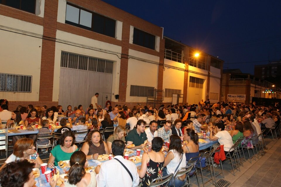 Unas 1.500 personas logran récord de participación en el Sopar de la Punxá/ josep v. zaragoza