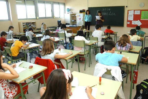 defensora-pueblo-investiga-gestion-bolsas-maestros-interinos_1_1045647
