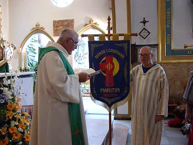 El párroco de la iglesia de Cristo Redentor durante el oficio del año pasado