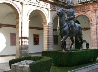 La estatua de Franco se retiró hace años de la plaza del Ayuntamiento y ahora está en un edificio militar