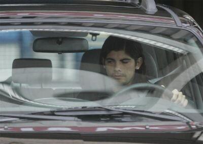 Ever Banega conduce un coche hace unos meses