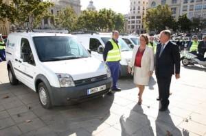 La alcaldesa y el concejal de Alumbrado ven los nuevos equipos de Imesapi