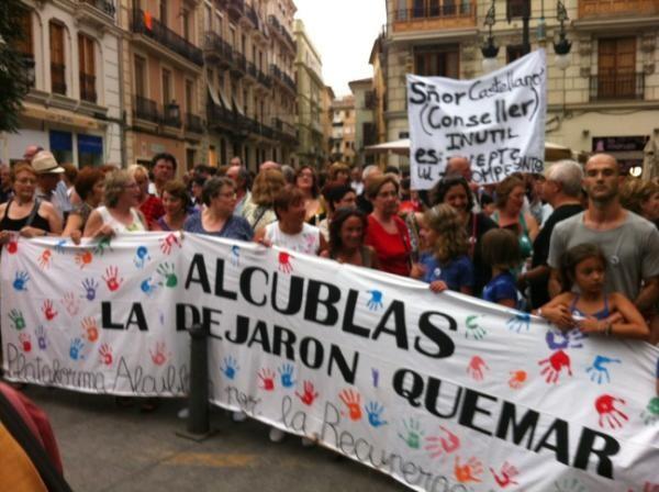 Un grupo de vecinos de Alcublas en la manifestación de hoy por Valencia