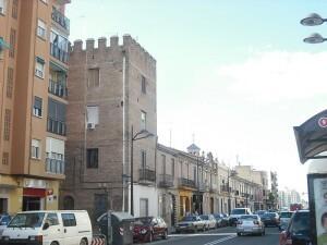 Una calle de la pedania de la Torre donde se invertirán varios miles de euros para sustituir alumbrado