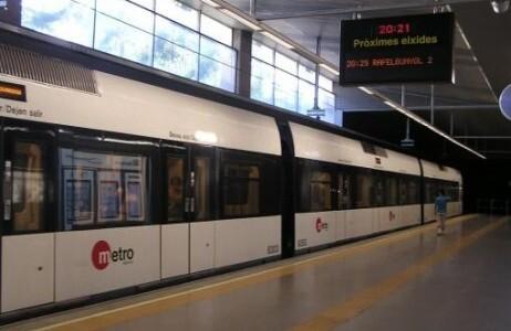 Una unidad de la línea 3 del metro Aeroport-Rafaelbunyol