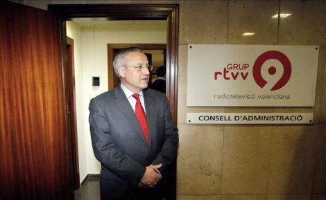 El concejal Miguel Dominguez en el despacho del consejo de RTVV