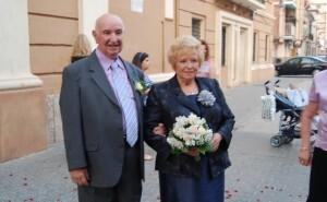 Miguel Prima y su mujer, el pasado sábado al salir de las Bodas de Oro en la iglesia de los Ángeles.