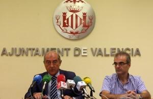 El edil Novo acudió a la rueda de prensa con el jefe de Recursos Humanos de la EMT