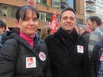 A la izquierda, la concejala Rosa Albert con el portavoz de EU
