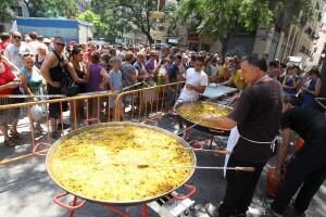 Seiscientas personas degustaron la paella en el Mercado Central/j.v.zaragoza