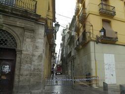 Calle Pintor Filllol en el barrio de El Carmen con algunos edificios de los que el IVVSA ha renunciado a hacer viviviendas