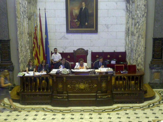 La alcaldesa Rita Barberá con los altos funcionarios en el pleno de hoy/vlcciudad
