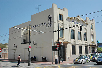 Edificio del retén de la Policía Local en el Marítimo sito en la calle Doctor Lluch
