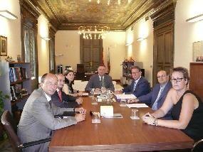 Joaquín Martínez mantiene una reunión de trabajo con el presidente y miembros de la junta directiva de AERTE