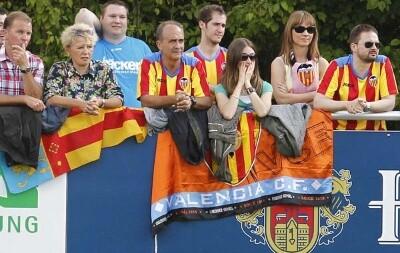 Un grupo de seguidores valencianistas de la peña alemana/vlc