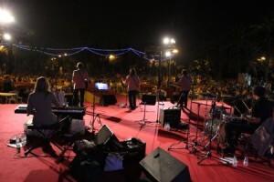 The Blisters en plena actuación en los Jardines del Palau