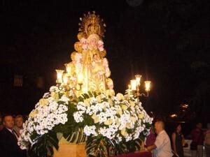 La Virgen del Rocío de Valencia sale en procesión con la Virgen de los Desamparados