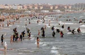 La jorna de limpieza de fondos marinos se celebró en la playas de la ciudad el 7 de julio/efe