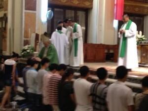 El arzobispo y los concelebrantes durante un momento de la misa/j.a.b.