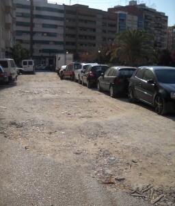 La calle Chiva sigue presentando éste aspecto a pesar de tener que estar urbanizada/esquerra unida
