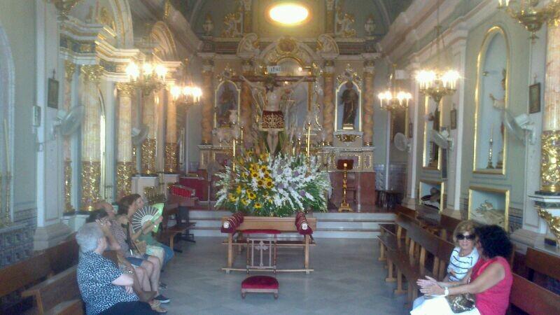 La imagen del Cristo de la Salude en su capilla antes de partir en romeria hace unos minutos/@arturpart