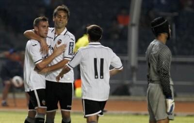 El Valencia C.F. goleó en Yakarta en su gira por Asia/lázaro de la peña