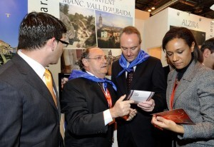 La consellera Johnson con el presidente de la Generalitat, Alberto Fabra, en Fitur