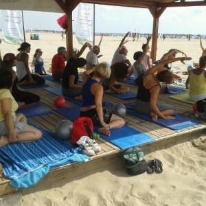 Un momento de la sesión de pilates de ayer martes/ayto valencia playas