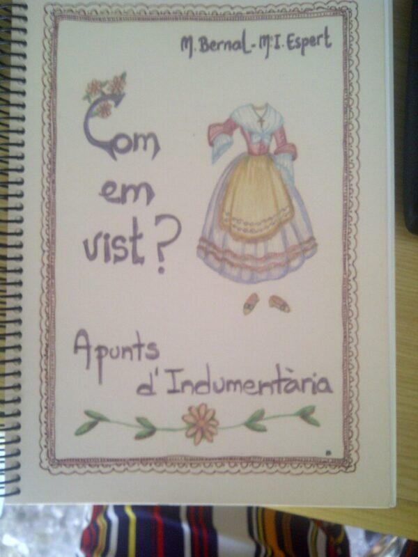 Portada libro sobre indumentaria y folclore/vlcciudad
