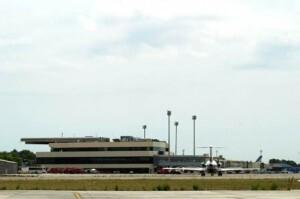 Vista del edificio principal del aeropuerto/aena