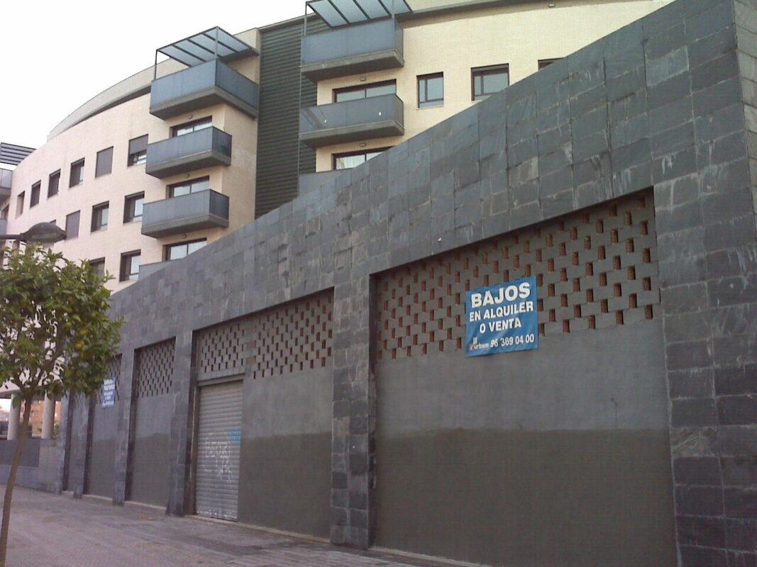 Bajos en el barrio de Benicalap