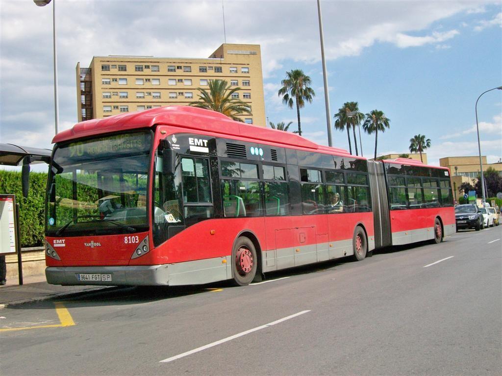 Un bus de la línea 90 de la EMT en Campanar