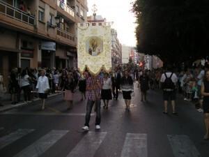 El nuevo estandarte de los clavarios lució en su primera procesión/vlcciudad