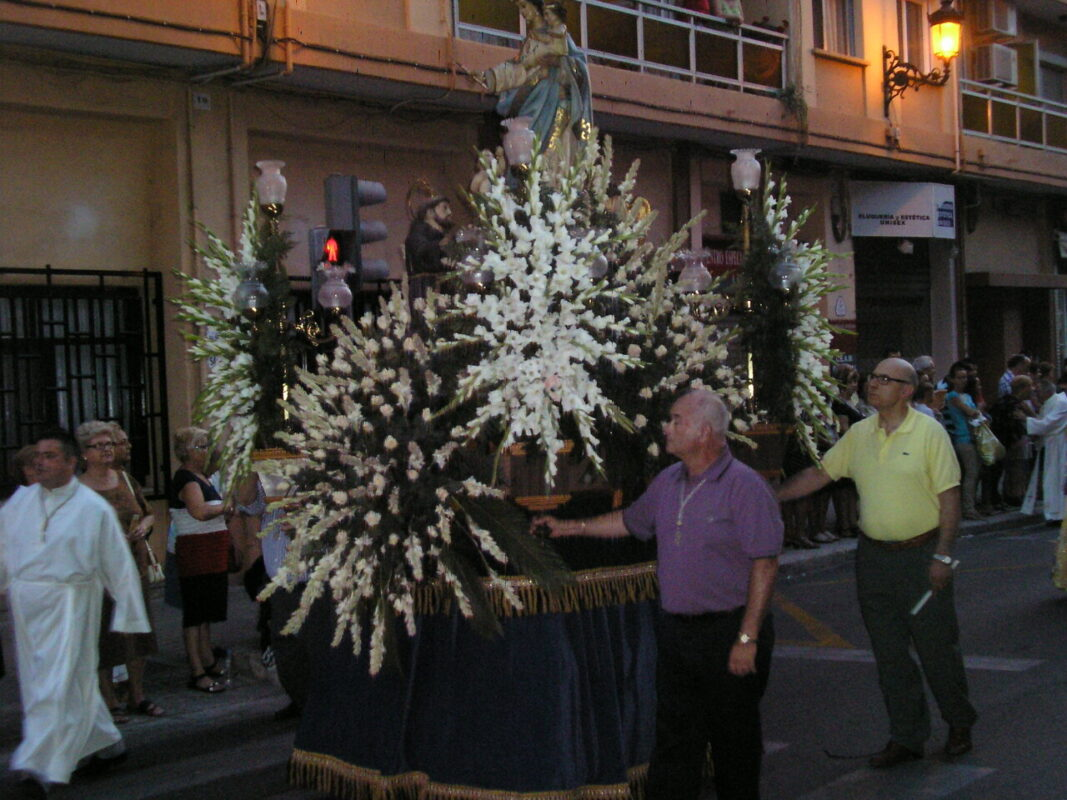 El paso de la Virgen de los Ángeles durante la procesión/vlcciudad