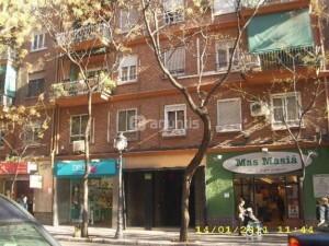 La plaza interior está en la parte posterior de la calle Escultor José Capuz