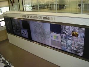 Visión general de la gigantesca pantalla de control del tráfico/vlcciudad