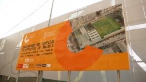 Cartel donde se anuncia que la obra se financia a través del Plan Confianza/pspv