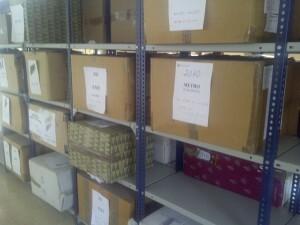 Todo se deposita en cajas de cartón o de plástico en estanterías durante casi dos años/vlcciudad