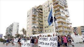 Vecinos de El Perellonet en una protestas de días pasados/f.montenegro