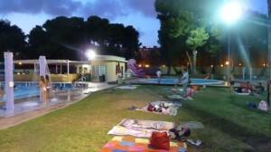 Vista de una sesión nocturna en la Piscina del Parque del Oeste/aquaval