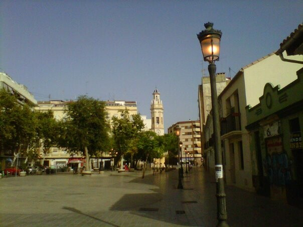 Farolas encendidas en la plaza de Patraix/aa.vv.