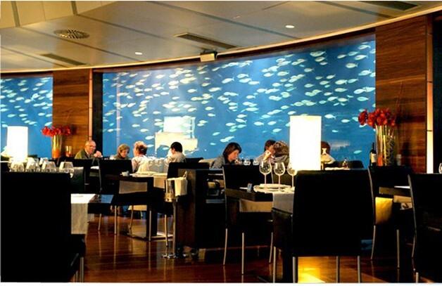 Una zona del restaurante del Oceanográfic