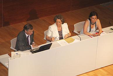 La alcaldesa, Rita Barberá, y la edil Beatriz Simón, en un acto sobre la hipoteca joven hace tres años/ayto. vlc