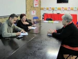Amadeu Sanchis y Gloria Marcos en una reunión con una dirigente de un colectivo vicentino