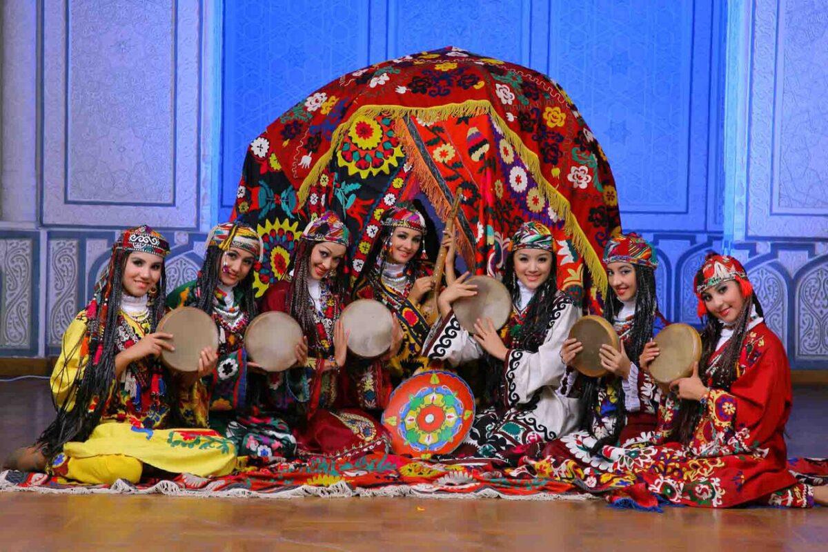 Componentes del grupo procedente de Uzbekistán/fed. folclore c.v.