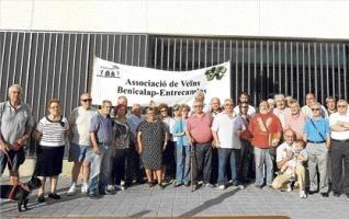 Un grupo de vecinos de Benicalap protestó en junio por el retraso en la apertura del centro de Jubiocio